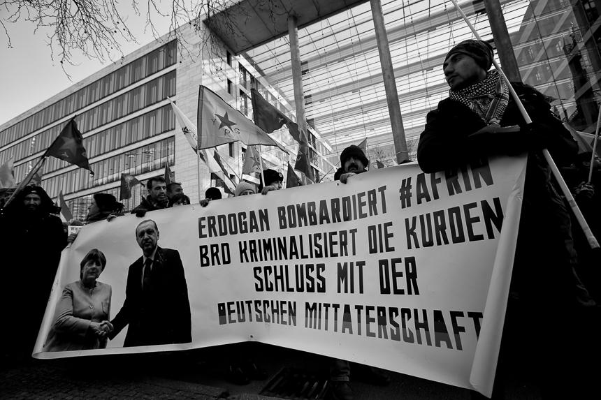Tausende Kurden protestieren in Berlin gegen türkische Angriffe