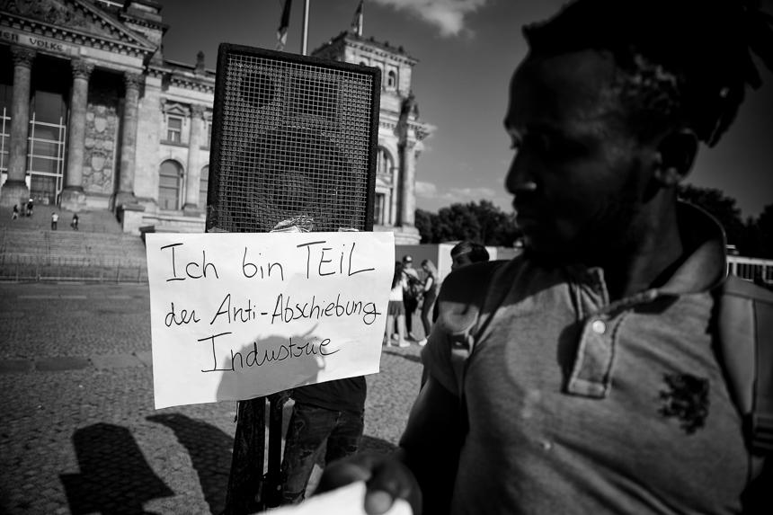 Protest gegen Asylpolitik der Bundesregierung in Berlin