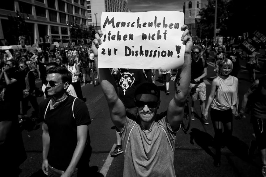 Tausende demonstrieren in Berlin für Seenotrettung von Geflüch