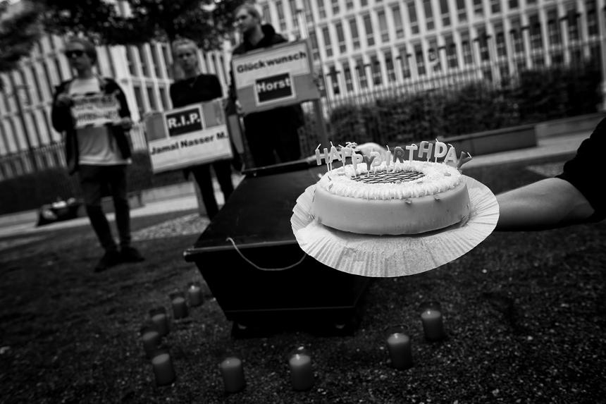 Trauerkundgebung vor dem Innenministerium in Berlin nach Suizid