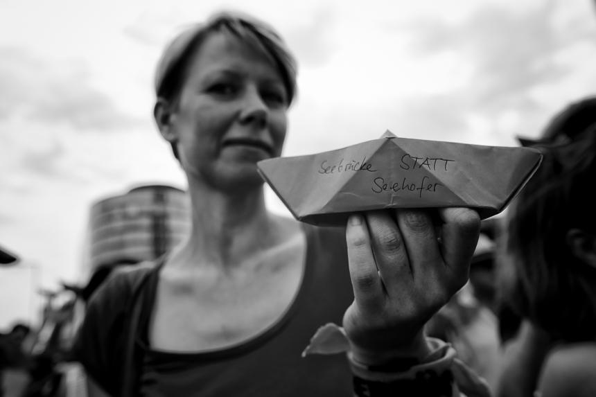 Seebrücke-Kundgebung für Seenotrettung in Berlin