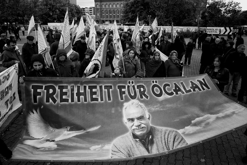 Kurden protestieren in Berlin für die Freiheit Öcalans