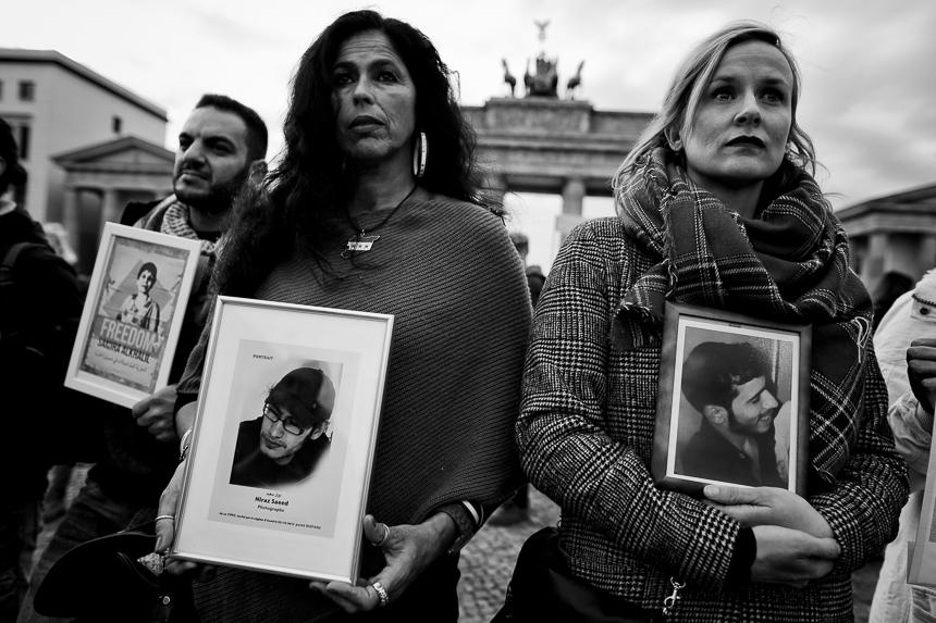 Syrer erinnern in Berlin an die tausenden Gefangenen in den Gef