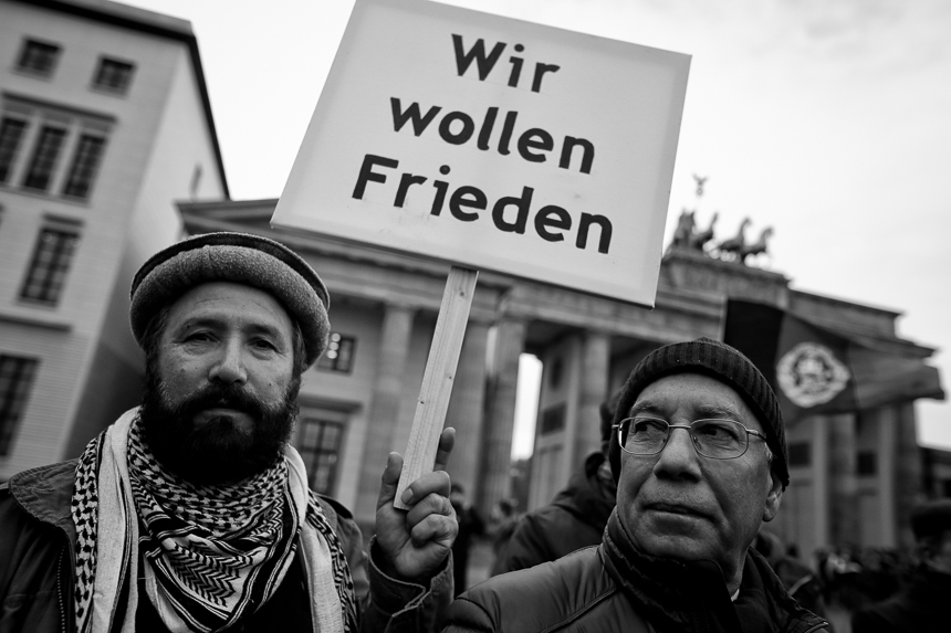 Afghanen protestieren in Berlin für Frieden in Afghanistan