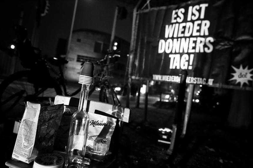 Donnerstagskundgebung vor der Botschaft Österreichs in Berlin