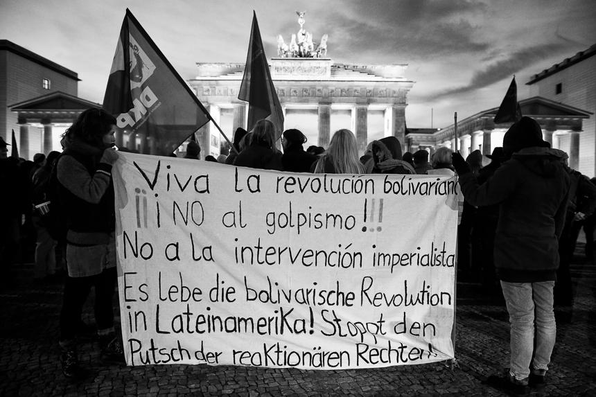Linke protestieren in Berlin gegen Einmischung in Venezuela