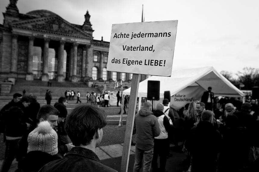 Rechte Kundgebungen vor dem Reichstag in Berlin