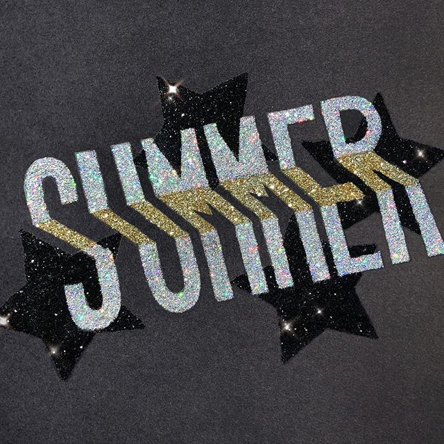 Enjoying those summer nights 🤩 Oh just experimenting with glitter + glue + summer vibes 😎