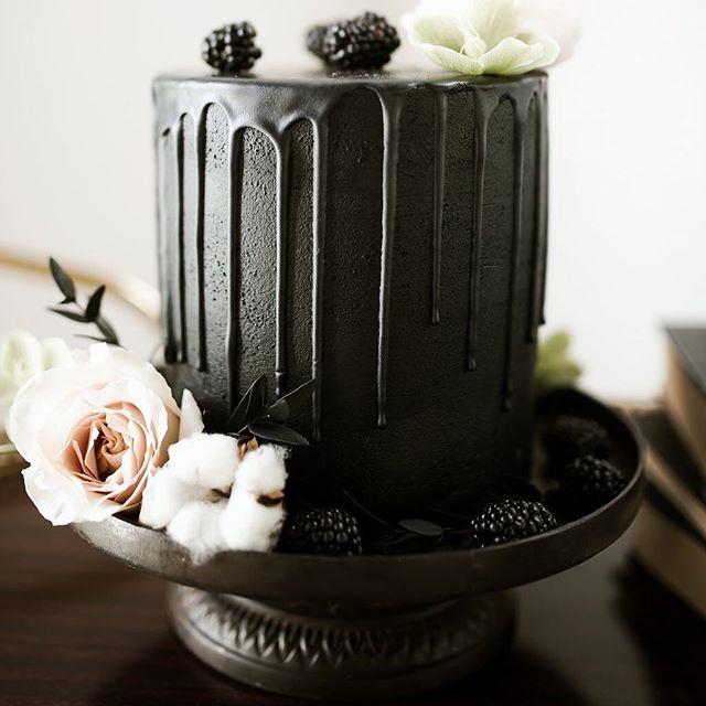 The perfect black cake for a glam Halloween. #belovedweddings 🖤 . . . #calgaryweddingvendors #yycstylist #calgarywedlist #calgaryweddinglist #yycwedding #bcwedding #ferniewedding #weddinginvitations #weddingstationary #weddingdetails #yycweddingdecor #yycweddingstylist #yycwed #calgaryweddingdecor #calgary #calgarybride #yycbride #calgaryengagement #yyccouple #calgaryweddingphotography #yycweddingphotographer #403 #calgaryweddingplanner