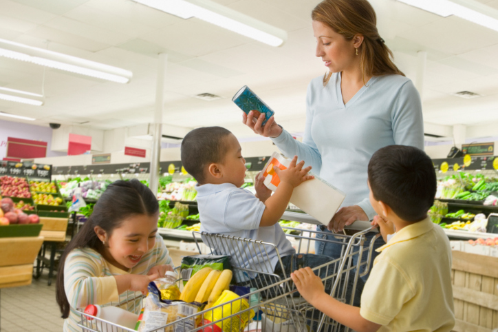 mom-grocery-shopping1.jpg