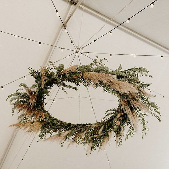 You may have noticed by my IG stories that I'm currently traveling (living the Great British Bake Off version of my best life 😂), so I have some #12DaysofBeHitched catching up to do!! One of my favorite details from Cammy + Bing's wedding was this gorgeous floral chandelier that hung above the dance floor, designed with love by @thefloraltimes ❤️ . . . Photography: @niravpatelweddings |  Planning + Design: @behitched | Floral Design: @thefloraltimes | Venue: @bearvalleylodge | Rentals: @cprandtents