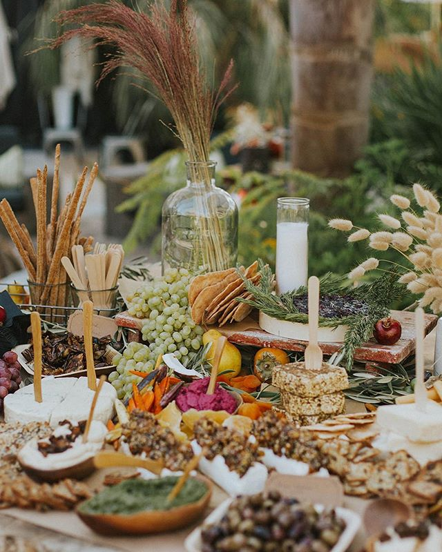 Wishing you all a Christmas Eve feast as bountiful as this ✨ #12DaysofBeHitched . . . Chef + Catering: @chef_ali_c | Photography: @dstaffordd | Planning + Design: @behitched | Floral Design: @idlewildfloral | Venue: @caravanoutpost