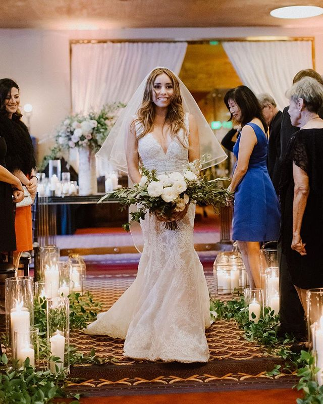 Is there anything we love more than a bold bride not afraid to break the rules?? ⚡️⚡️ How incredibly empowering and badass is our stunning Yira who walked herself down the aisle 💪🏼 That's a new bridal tradition we can definitely get behind!! . . . Photographer: @footcandles | Planning + Design: @behitched | Floral Design: @royalbloomcalifornia | Hair & Makeup: @wallettbeauty | Venue: @cityclubsf