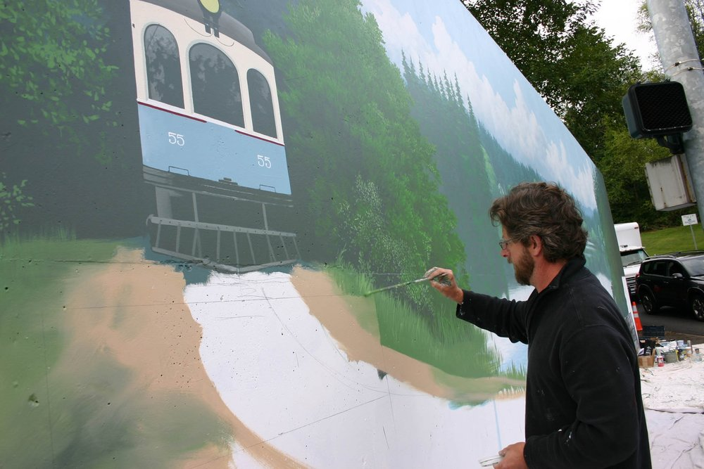 Andy Eccleshall paints Echo Lake mural