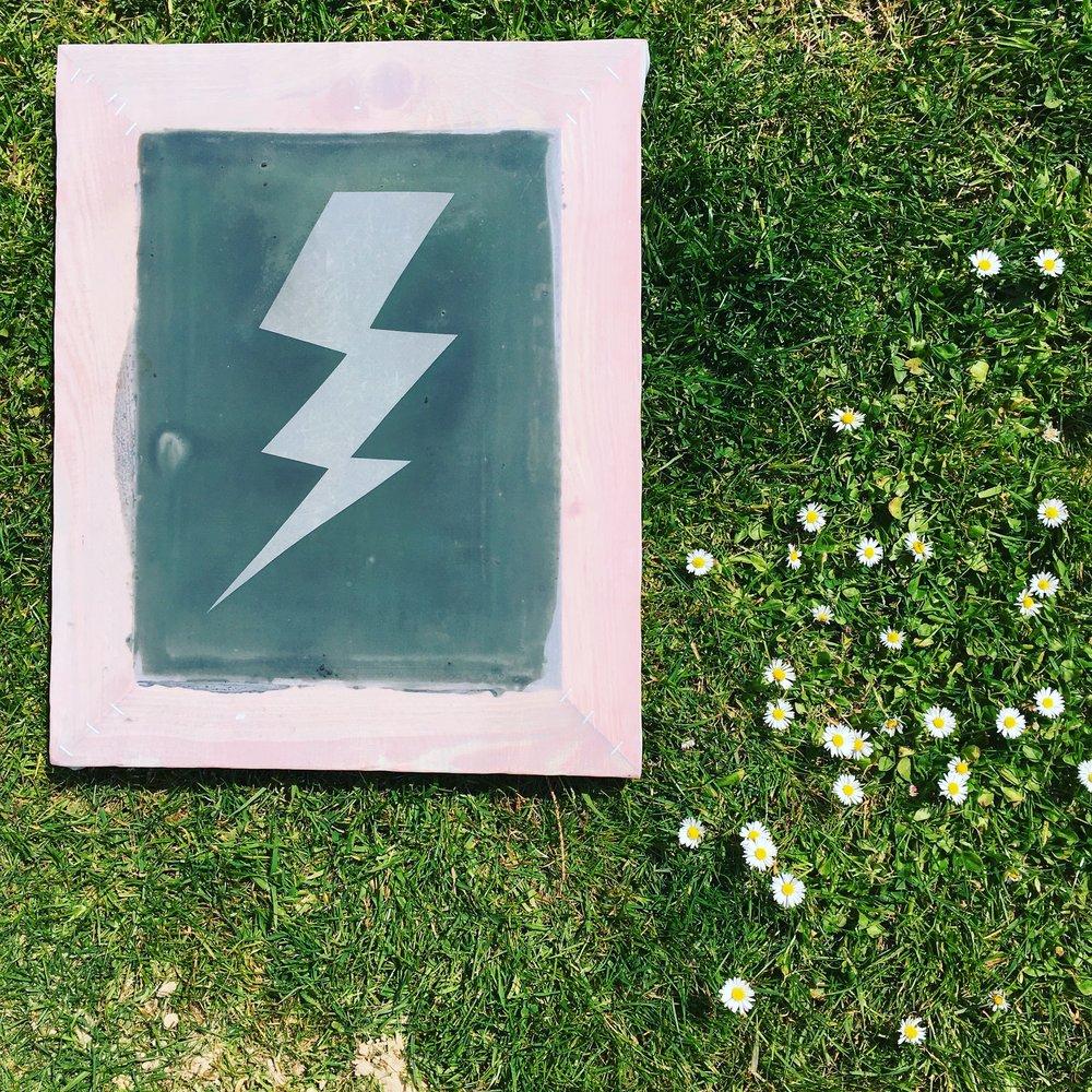 Lightning bolt screen