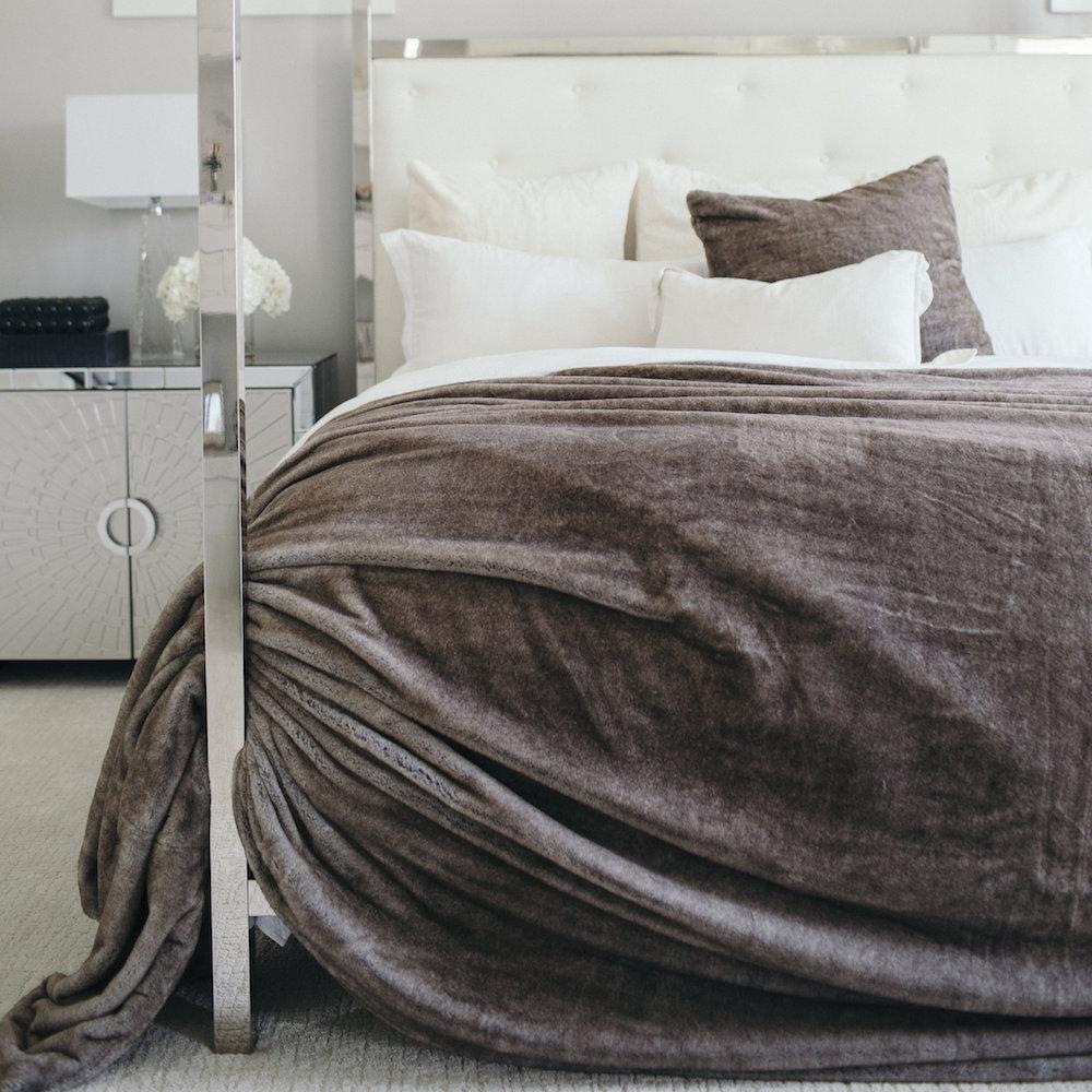 Timberwolf_Faux_Fur_Luxury_Bedding_1024x1024.jpg