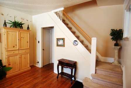 lesley-metcalfe-staircase-living-room-real-estate-agent-photo.jpeg