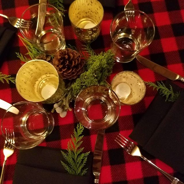 Greens, pinecones and candles ❤ simple but lovely  Linens @creativecoverings styling @staciemackrenicki #rmclaketahoe  #rusticvibes