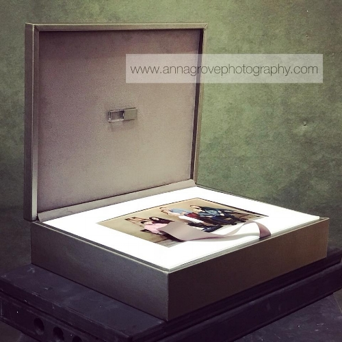 Imagine owning a luxurious foliobox filled with your and your loved ones' photographs. Timeless memories that will be cherished for generations to come. Is it your turn to shine?