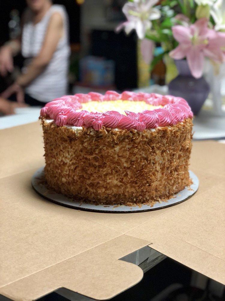 sugar-beach-bake-shop-wedding-cakes-maui-hawaii 2.jpg