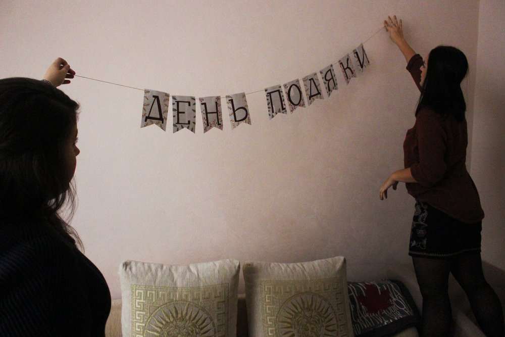 A big thanks goes out to Hannah for our lovely День Подяки (Day of Thanks) decorations.