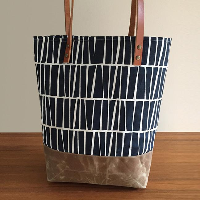 01Bag_Navy_Square_1024x1024.jpg