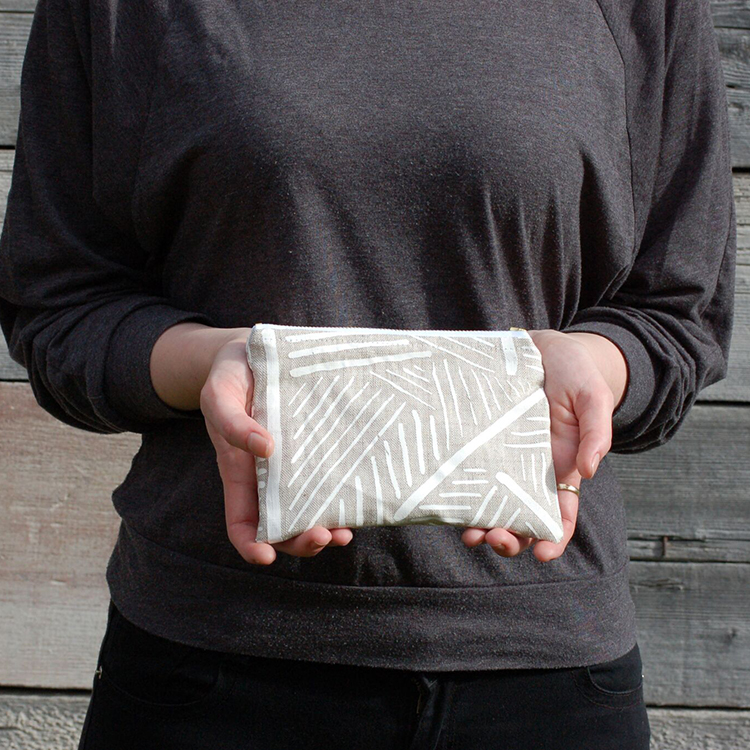 printed+pouch+model+www.thread-and-paper.com.jpg