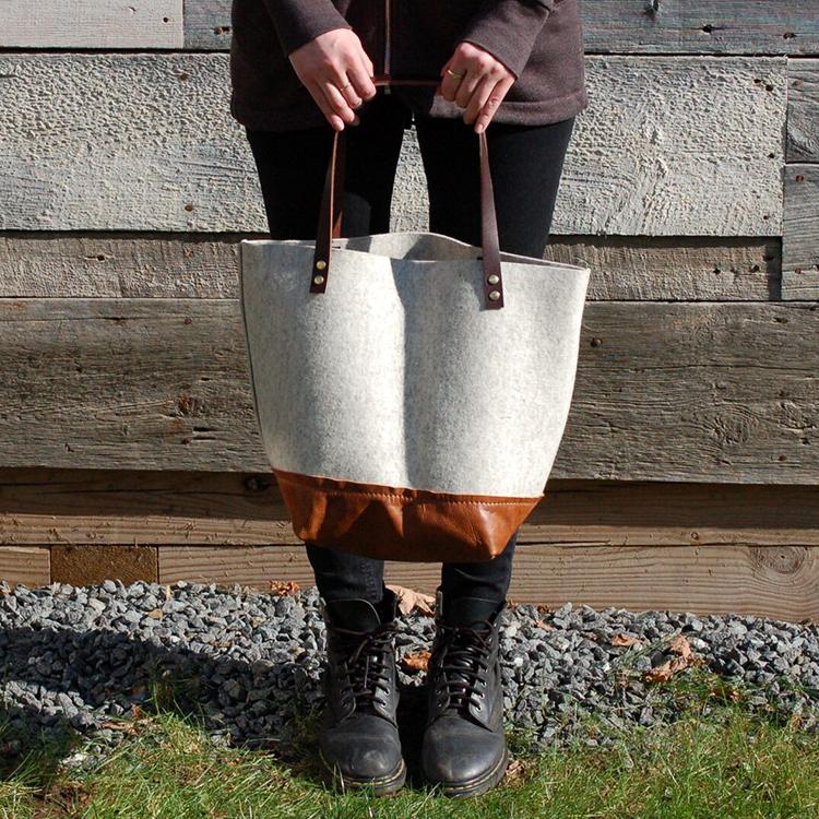 felt+&+leather+tote+model.jpg