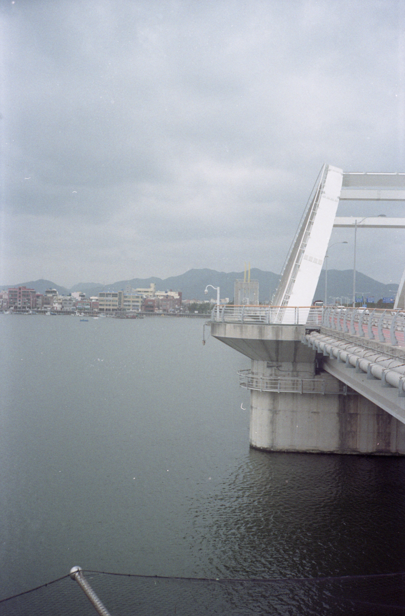 My bi- or tri- weekly runs went across this bridge. I really loved running in one straight line and coming back. The Area of Busan i was in was very flat.