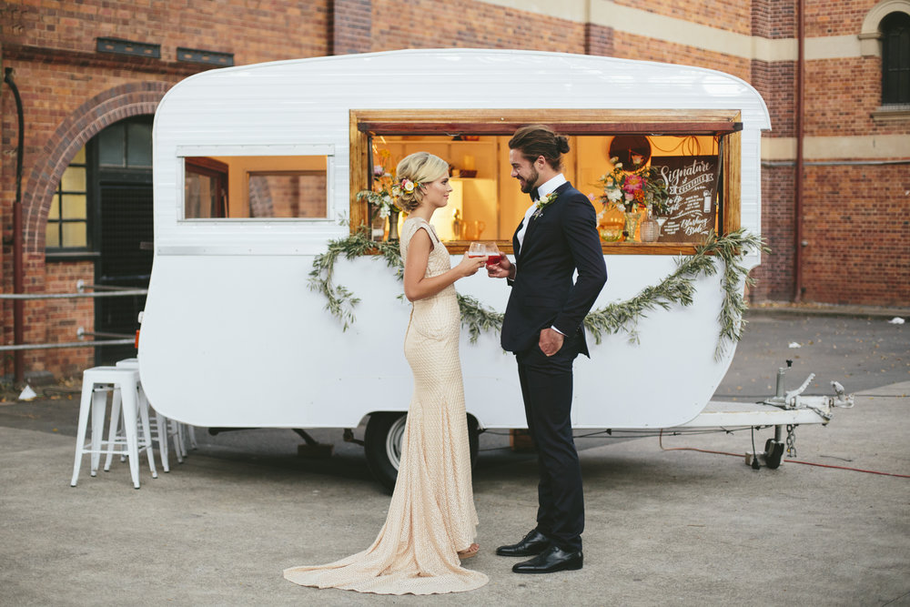 Gathering-events-caravan-bar-weddings-events-mobile