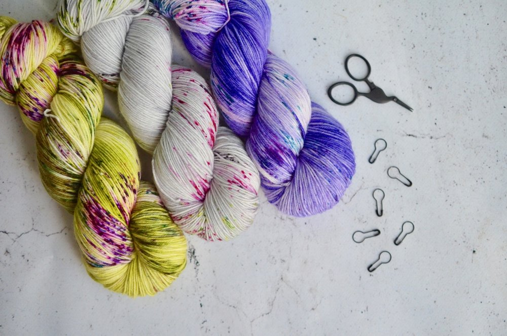 - bounce:100% superwash merino; 4-ply | 438 yds per 100 g | 7-8 sts per inch on US 1-3 needlesWith super soft merino wool, this beautiful 4-ply yarn is super squishy and plush, making it a go-to yarn for all light-weight projects. Use it in just about everything, from accessories to garments, for next-to-the-skin softness and beautiful stitch definition.Regularly stocked in the shop