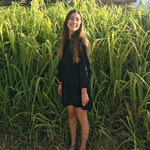 Golden hour, grass taller than my body, and literally all the ahi one person can safely consume has me happy as a clam🐚