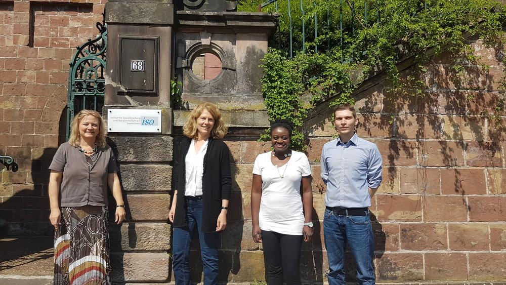 Das BIfadA kommt zur Projektzusammenarbeit mit dem ISO Institut nach Saarbrücken. / BIfadA embarks on a collaborative project with the ISO Institute in Saarbrücken (left to right: Dr. Sabine Kirchen Peters, ISO, Dr. Birgit Dietz, BIfadA, and additional two colleagues from the ISO).