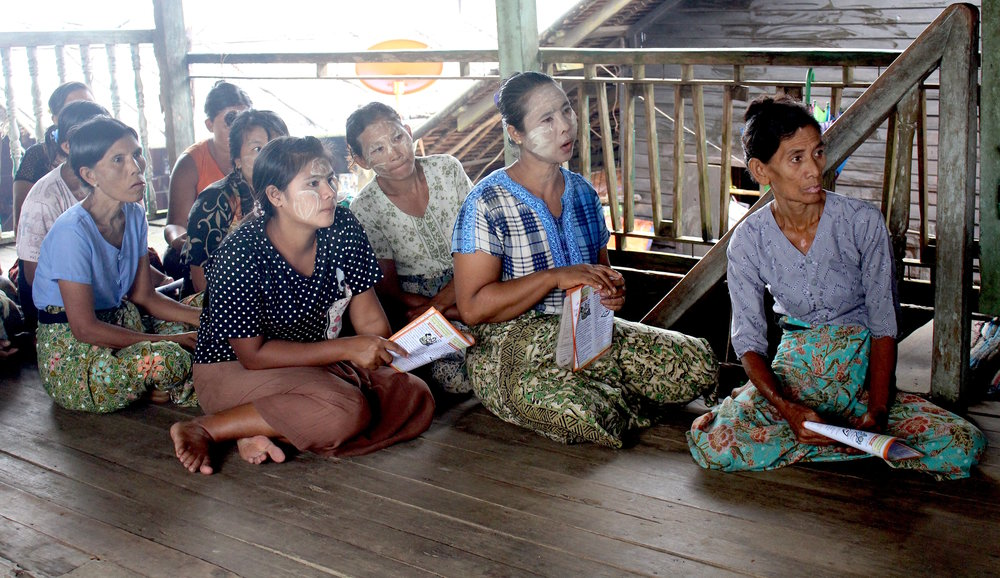 Information session by the Norwegian Refugee Council, Myanmar. © José Arraiza