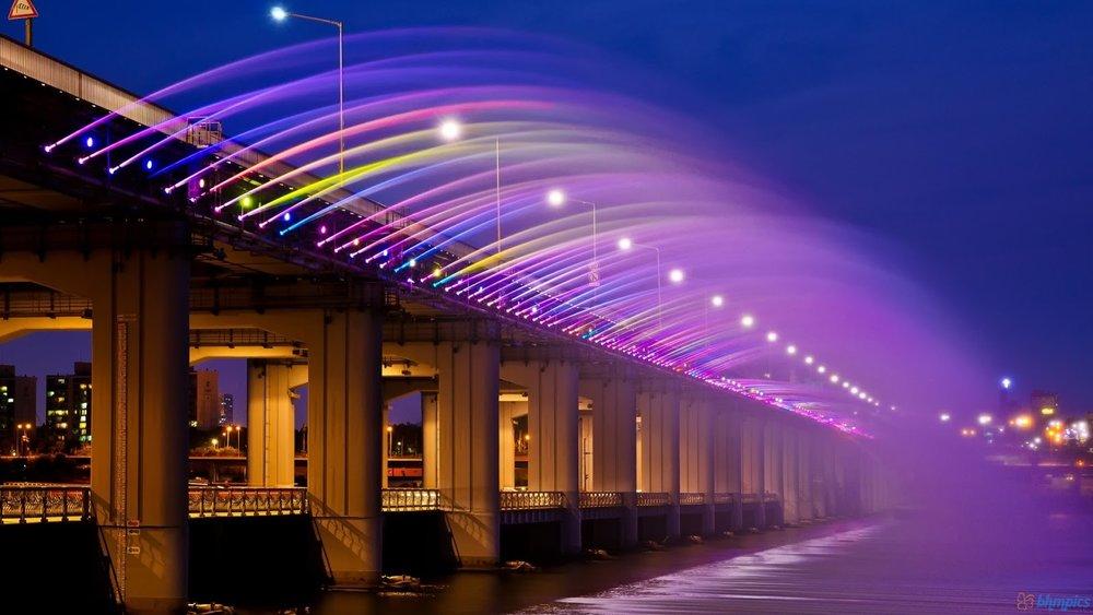 Banpo Bridge.   Image source .