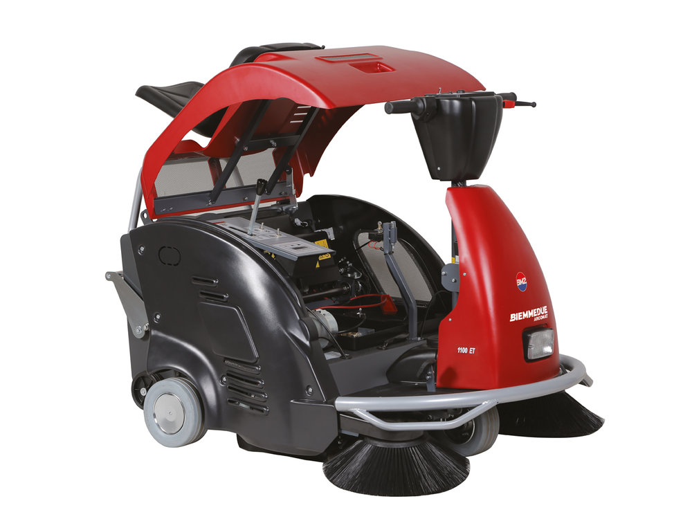 SPAZZATRICI_UOMO_A_BORDO_A_BATTERIA_RIDE-ON_BATTERY_POWERED_VACUUM_SWEEPERS_8.jpg
