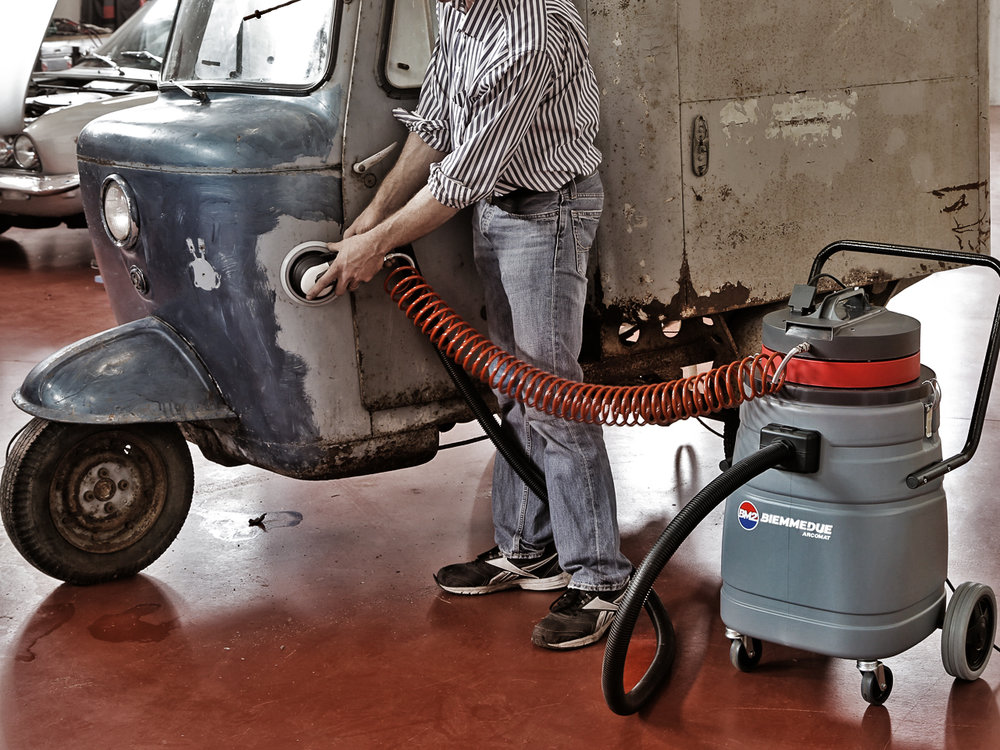 ASPIRAPOLVERE PER UTILIZZO CON ELETTROUTENSILI ED UTENSILI PNEUMATICI PER POLVERI PERICOLOSE VACUUM CLEANERS FOR USE WITH POWER AND PNEUMATIC TOOLS FOR HAZARDOUS DUST.jpg