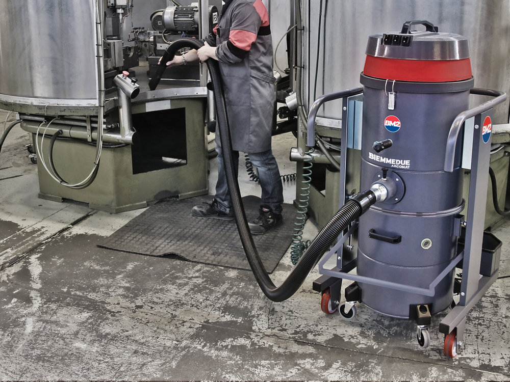 ASPIRAPOLVERE INDUSTRIALE DI ROBUSTA COSTRUZIONE HEAVY DUTY INDUSTRIAL VACUUM CLEANERS 2.jpg