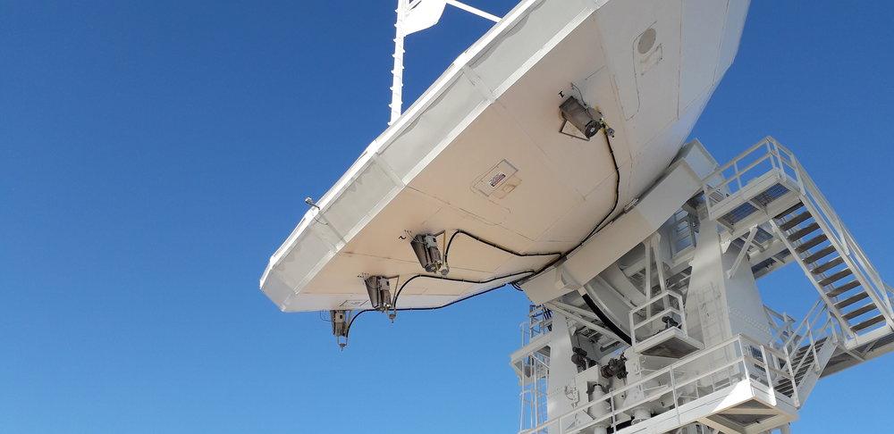 Благодаря вертикальной установке по 4 аппарата на одну антенну и различным соединениям газовых шлангов и фильтров, мы смогли решить проблему подачи  постоянной контролируемой температуры.