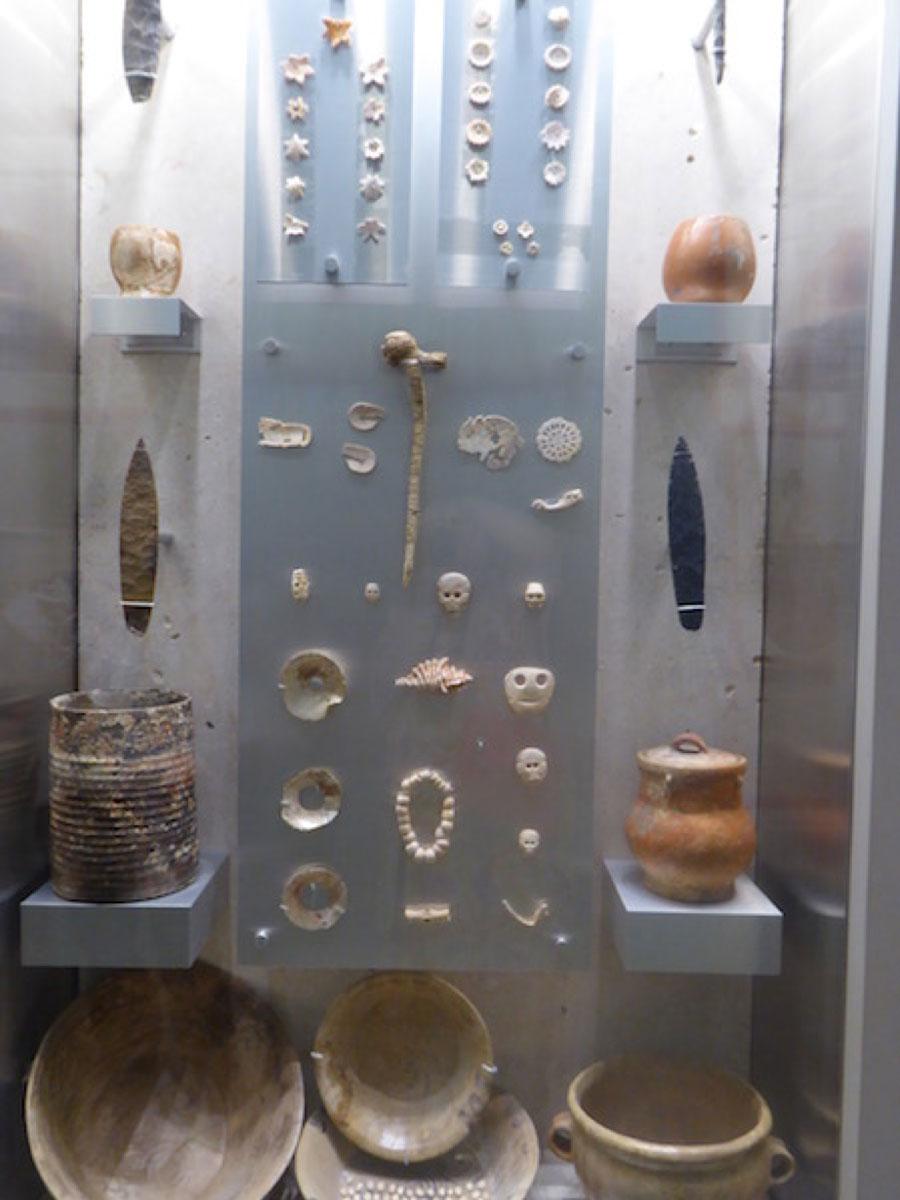 The King's burial treasure. Merida,  Maya Museum .