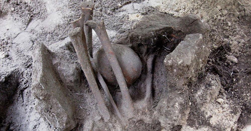 Human burial at San Miguelito