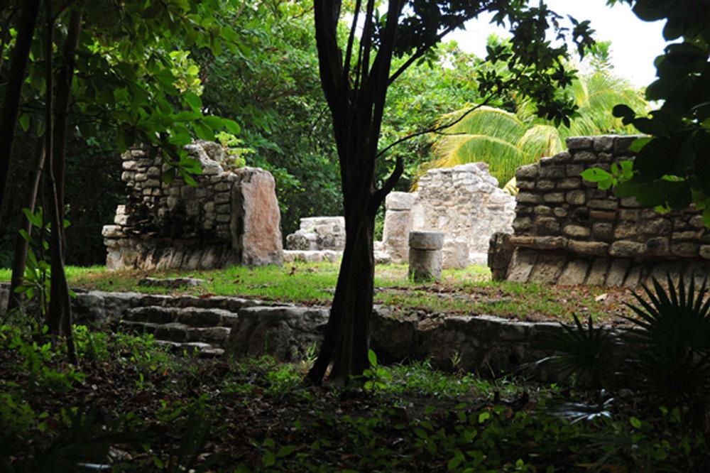 Hammocks_and_Ruins_Blog_Riviera_Maya_Mexico_Travel_Discover_Explore_Yucatan_Pyramid_Temple_Cancun_San_Miguelito_23.jpg