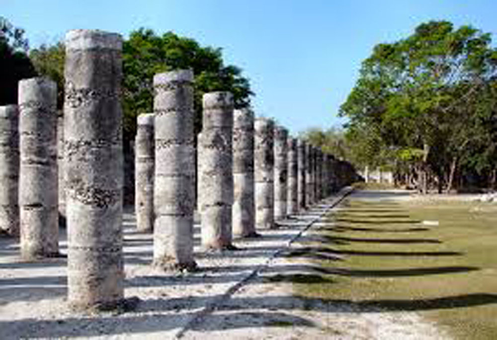 Thousand Columns. Left: The Temple of the Warriors.