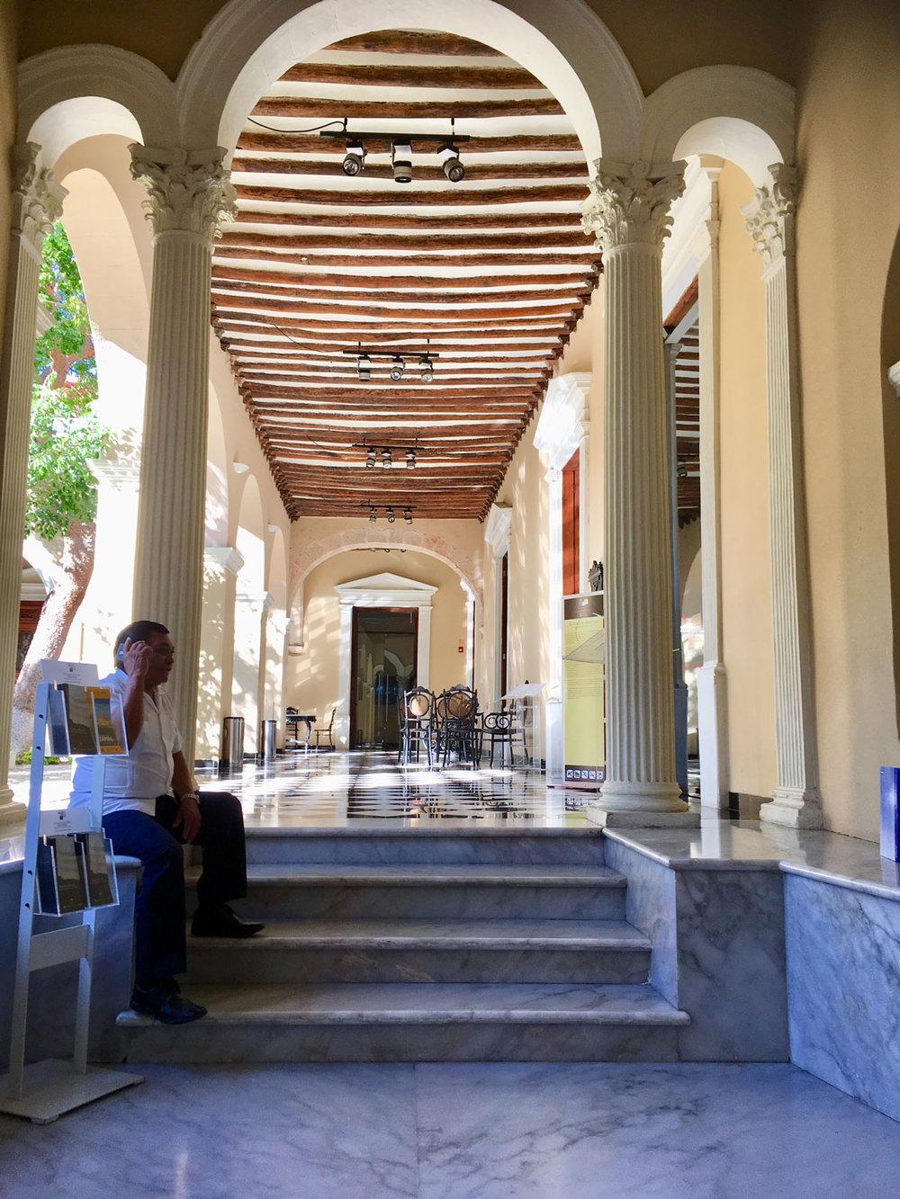 Museum inside Casa Montejo. Right: Main plaza.