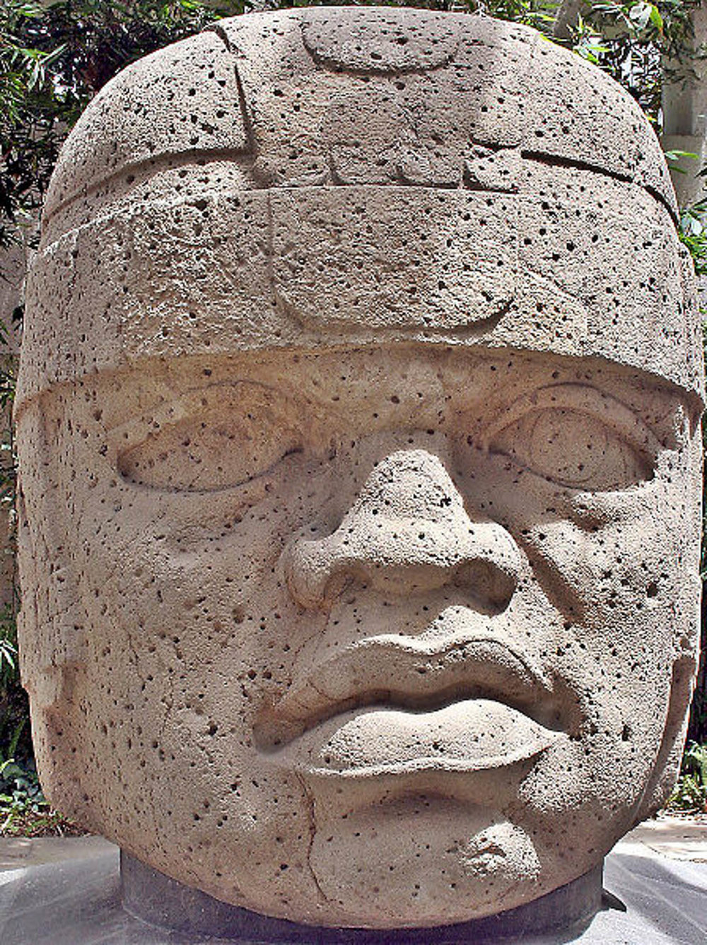 Olmec colossal head #1, San Lorenzo:  the-art-minute.com .