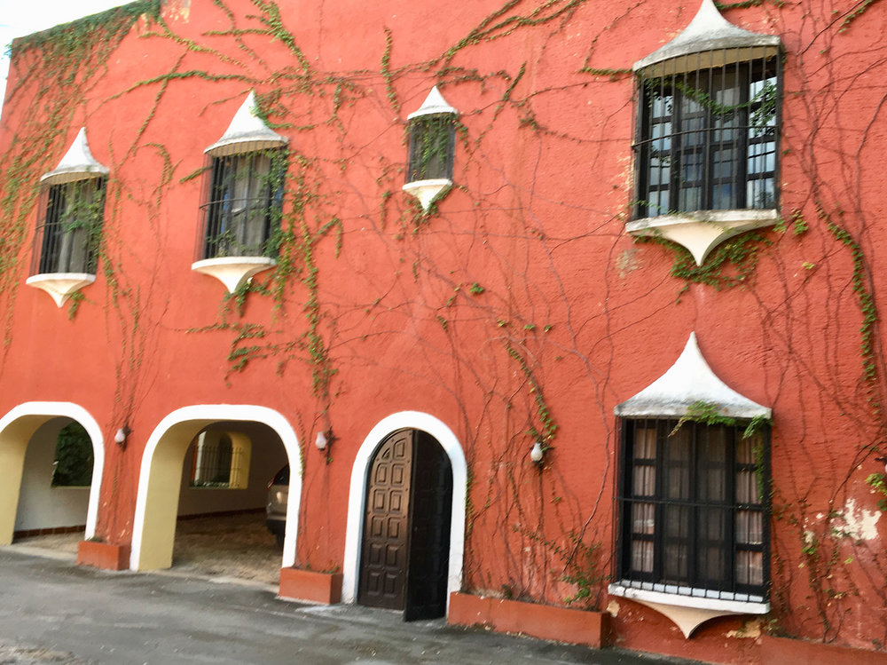The main house of the owner was built in the Spanish colonial style.