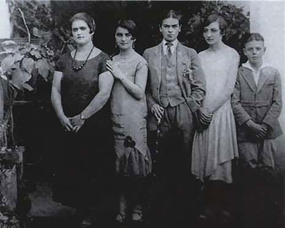 Family photo, 1924, taken by Guillermo Kahlo. Frida dressed as a man is in the middle. Courtesy of Pinterest.