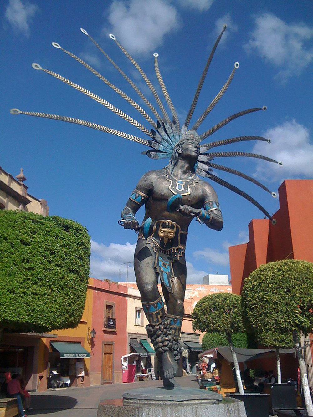 Otomí warrior sculpture:  commons.wikimedia.org .