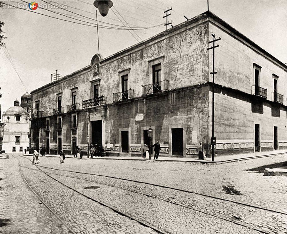 Casa de La Corregidora in the past:  livingmagazine.life .