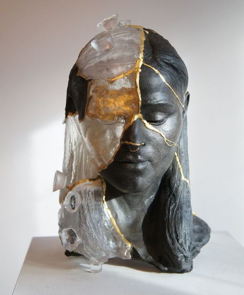 Kuva:https://www.saatchiart.com/art/Sculpture-Kintsugi-Head-2/153518/3296211/view
